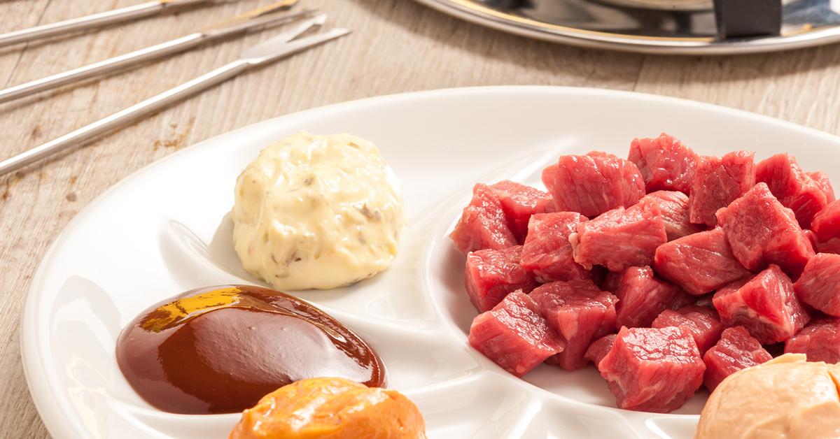 fondue chinoise mit bestem schweizer fleisch. Black Bedroom Furniture Sets. Home Design Ideas